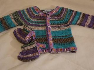 Layette tricotée main toute en couleurs inspiration Hundertwasser