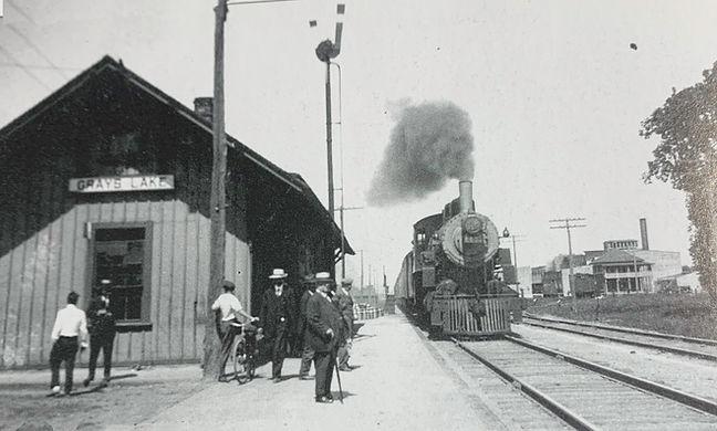 glake train bw.jpg