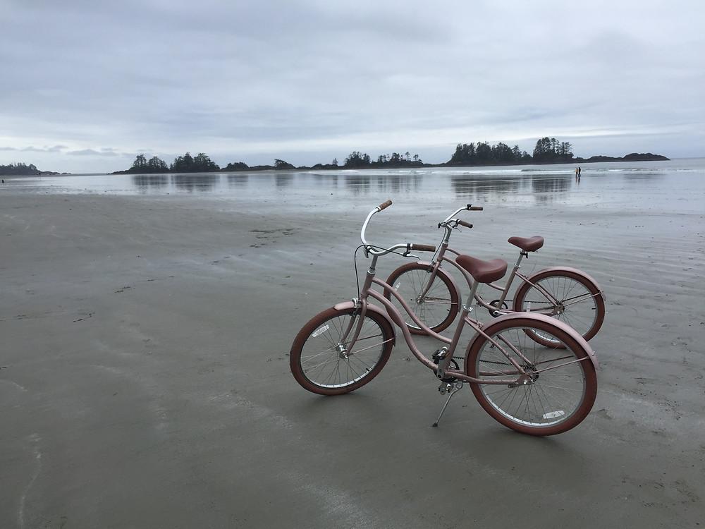 2 cruiser bikes on on the beach