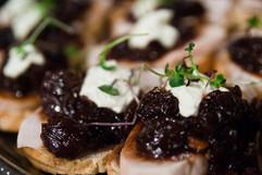 Chutney de bleuet, fromage sur cracker