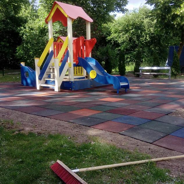 Guminė danga vaikų žaidimo aikštelei