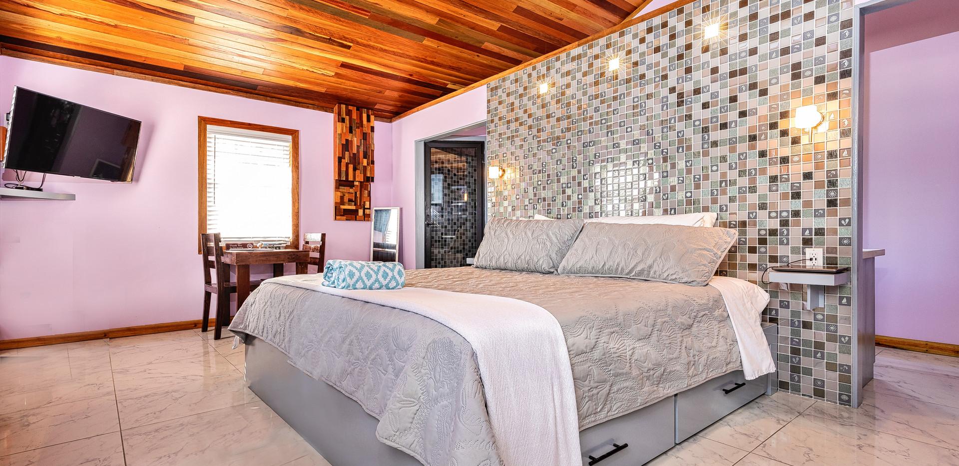 Casita - comfy, king bed