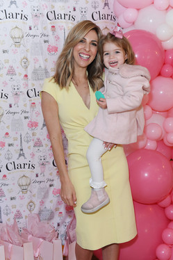 ClarisThSamantha Brett and daughter
