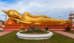 Chaukhtatgyi temple Yangon Myanmar