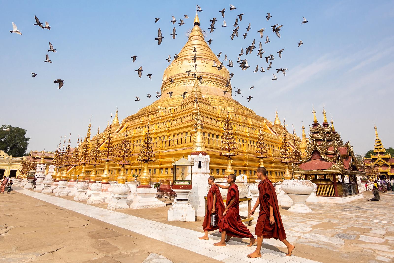 Shwezigon Pagoda Bagan Myanmar Ehabl