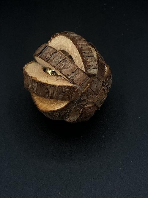 1 Balle en bois avec grelot fait main