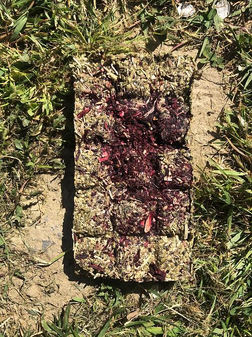 La tablette de fleurs de roses a croquer
