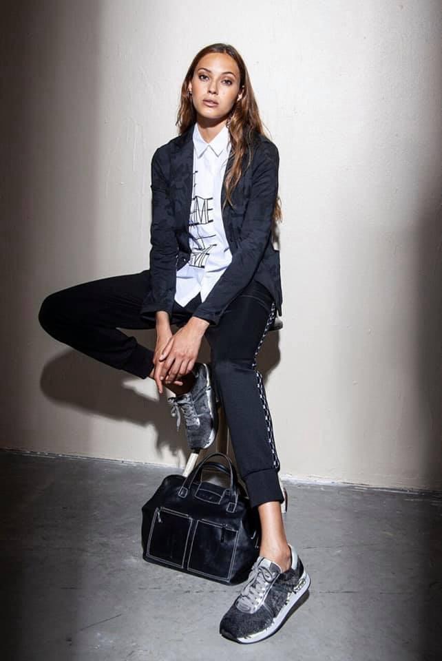 Im ModeRaum gibt es die aktuelle Kollektion des Fashion-Labels 'FUNKY STAFF'