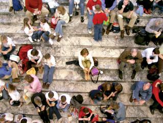Aos introvertidos, um mini guia de extroversão