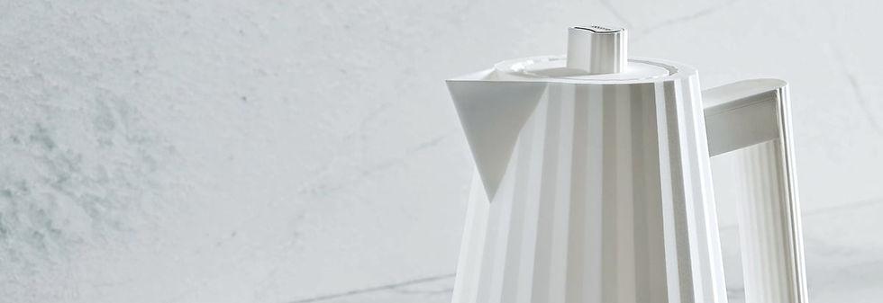 bouilloire-pliss%C3%A9-alessi-blanche-pm