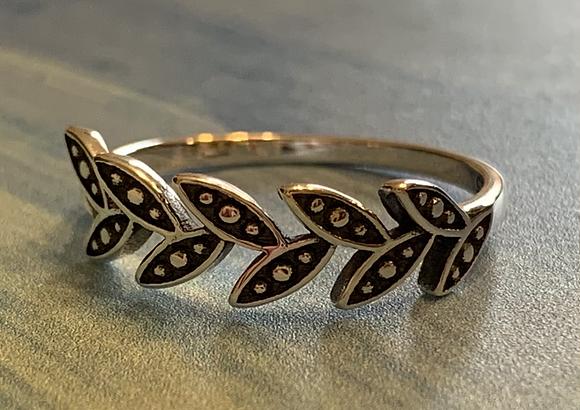 Leaves Ring