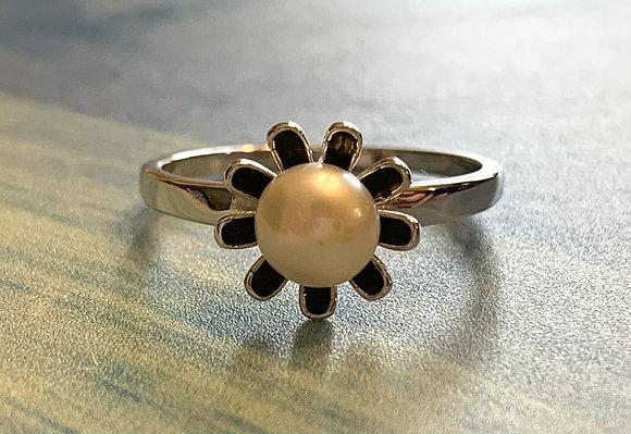 Pearl Black Flower Ring