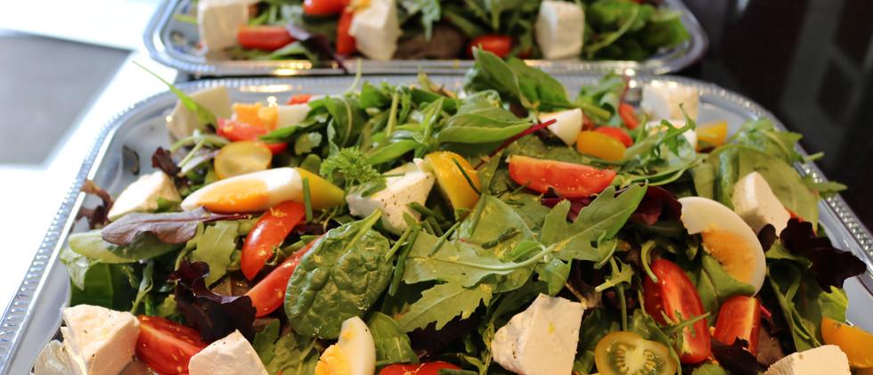 Babyleaf-Salat mit Bioland-Ziegenfrischkäse