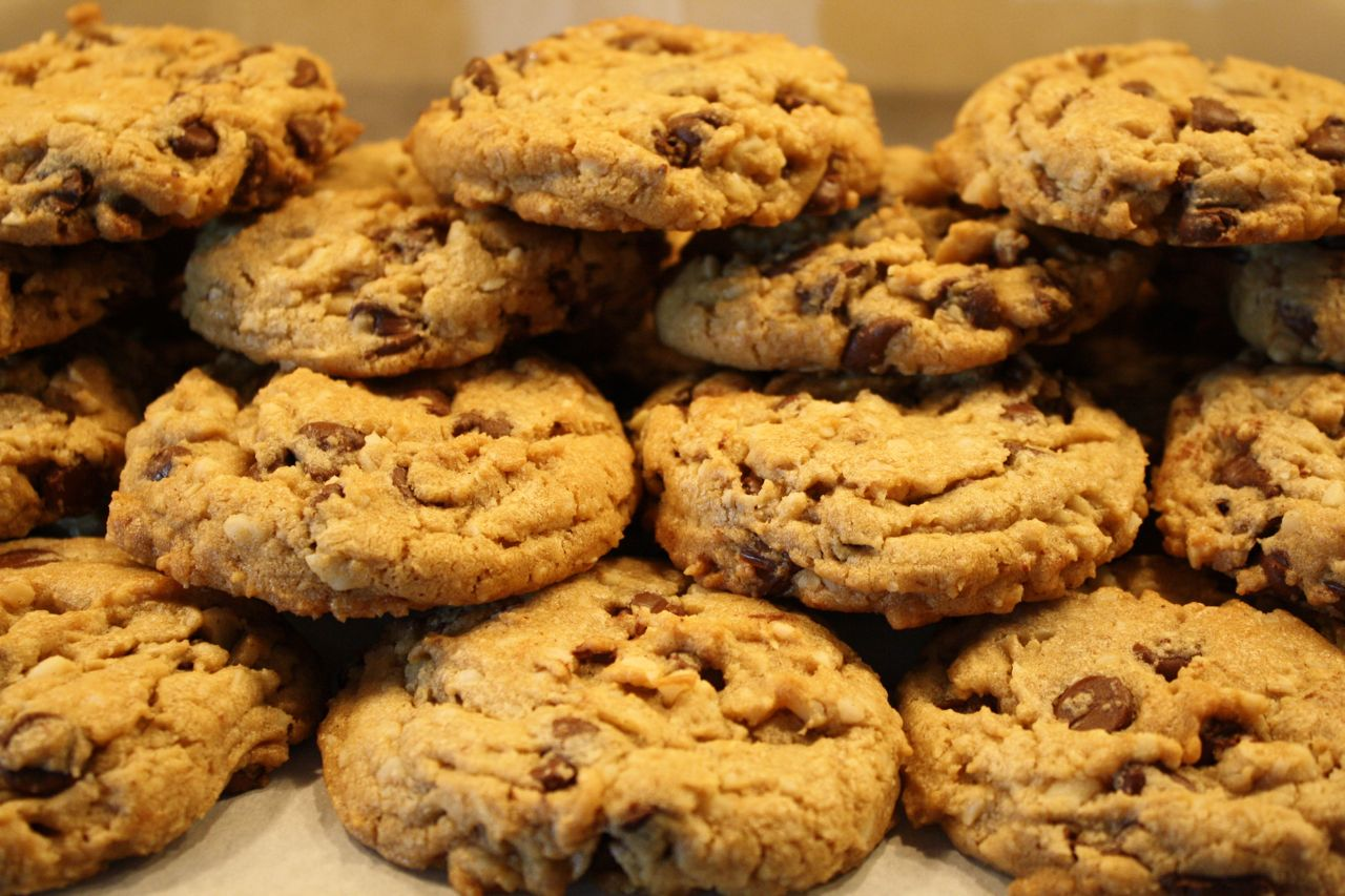 Verglos Signature  Chocolate Chip Oatmeal Cookie 1