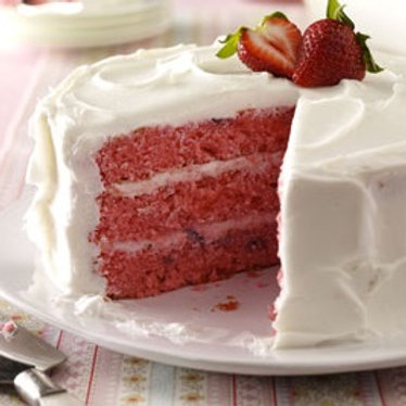 Verglo's Signature Fresh Strawberry Cake