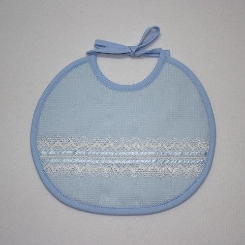 Babero para bebé azul hecho a mano con encaje beige