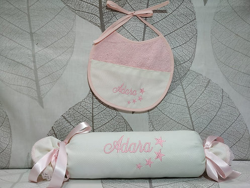 Cojín anti-vuelco (caramelo) bebé+ Babero bordado a juego-MODELO ADARA