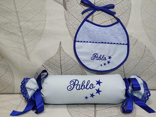 Cojín anti-vuelco (caramelo) bebé+ Babero bordado a juego-MODELO PABLO