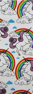 bata-escolar-unicornios-arco-iris-fondo-blanco