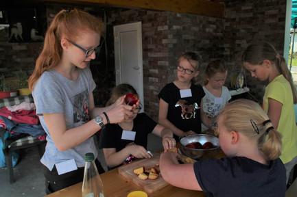 Kinder beim kochen.jpg