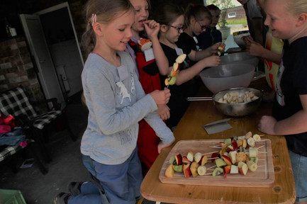 Kinder beim kochen 2.jpg