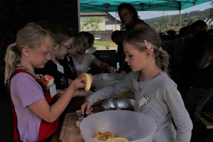 Kinder beim kochen 1.jpg