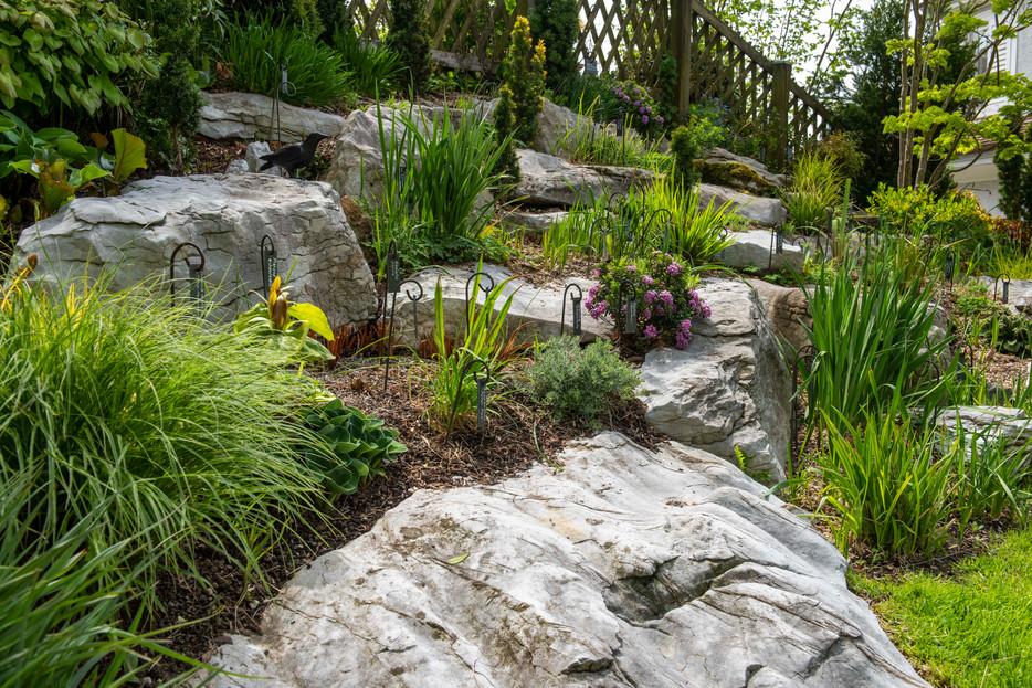 Der Steingarten Anfang Mai 2021