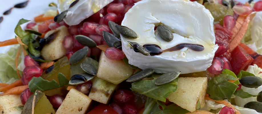 Koolsalade met granaatappel en geitenkaas