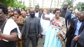 RETOUR EN CÔTE D'IVOIRE/MADAME SIMONE EHIVET GBAGBO ACCUEILLIE EN FANFARE