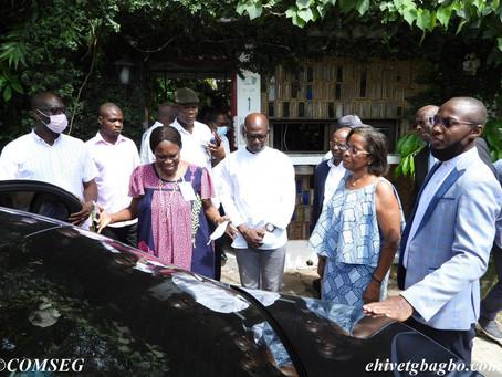 CÔTE D'IVOIRE: MADAME SIMONE EHIVET GBAGBO CHEZ MADAME KOUDOU JEANNETTE