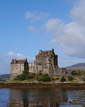 Scenic picture of a castle in Scotland