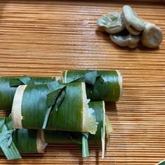 八寸は平目の西京漬け鮨とそら豆の鎧煮