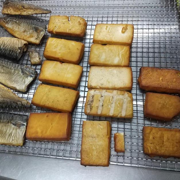 塩鯖と豆腐の燻製