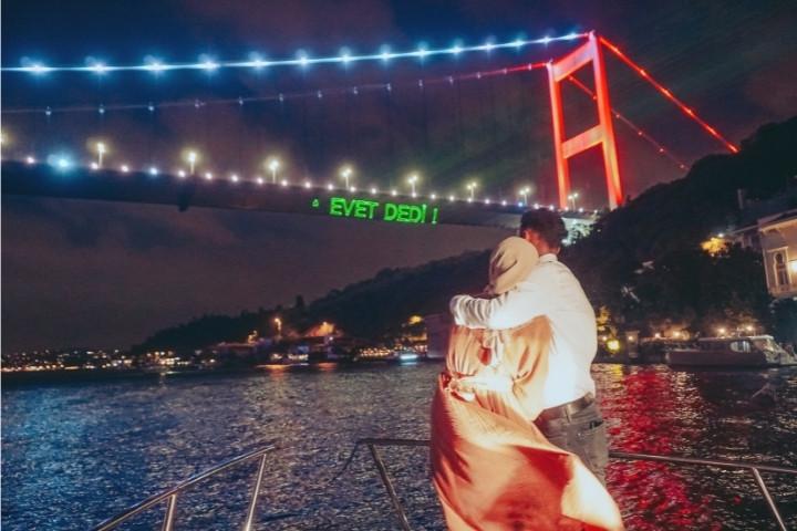 lotus-yat-kiralama-istanbul-evlilik-teklifi-bogaz-turu (4).jpg