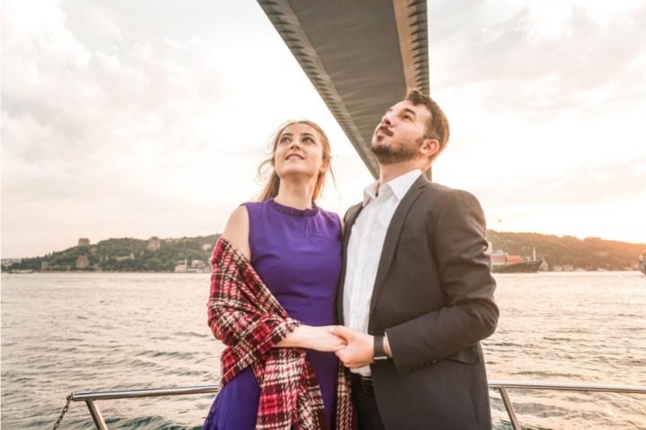 lotus-yat-kiralama-istanbul-evlilik-teklifi-bogaz-turu (10).jpg