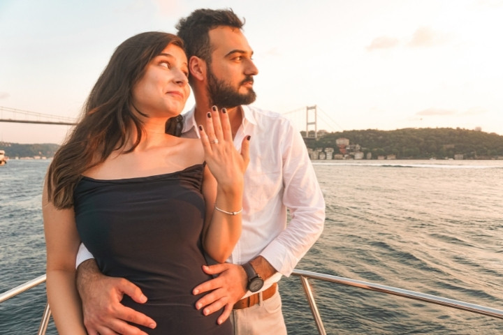 lotus-yat-kiralama-istanbul-evlilik-teklifi-bogaz-turu (31).jpg