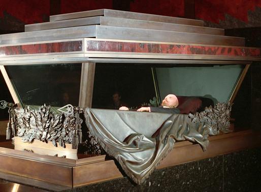 Partido russo defende a venda da múmia de Vladimir Lenin para cobrir gastos do coronavírus