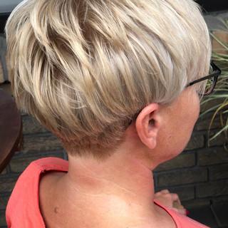 Kurz Blond Haarschnitt
