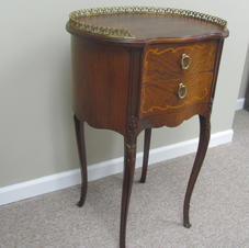 Vintage solid mahogany accent table.  Fully restored and ready to grace that special spot in your home. Minimum bid:  $90.00