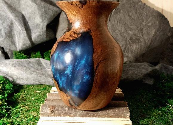Vase en chêne et résine bleue