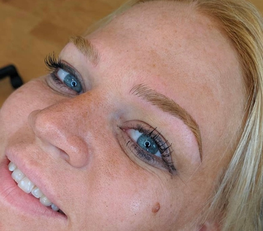 MICROBLADING 6-8 WEEK TOUCH UP