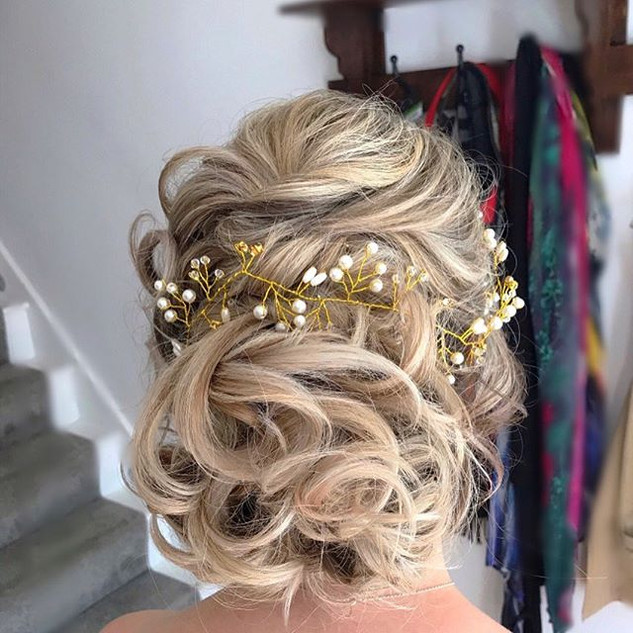 Soft curls loosely pinned..jpg #inspiration #bridal #updos