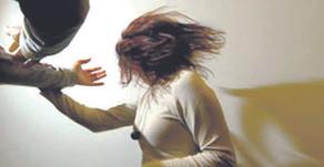 Mulher de ex-vereador agride jovem em São Domingos.