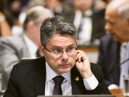 """""""Se Bolsonaro tivesse liberado o leitinho o Sen. Alessandro estaria caladinho"""", disse vereador"""