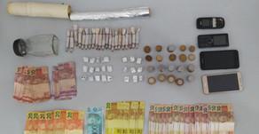 Atuação conjunta da PM e PC fecha dois locais de compra e venda de drogas em Macambira.