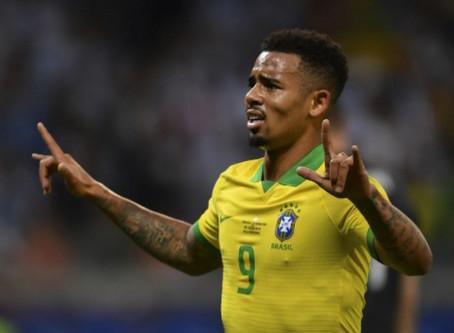 Em noite de Gabriel Jesus, Brasil vence Argentina e volta à final da Copa América