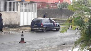 URGENTE: Casal de jovens é morto com mais de 30 tiros na porta de casa
