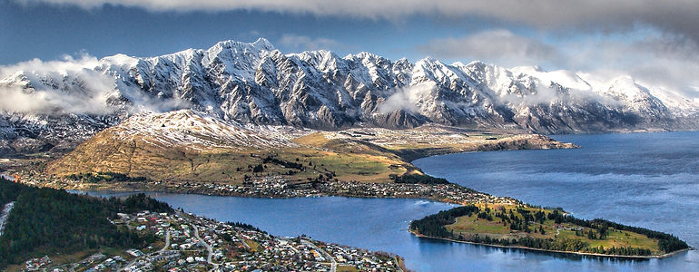 Queenstown._Lake_Wakatipu. remarkables t