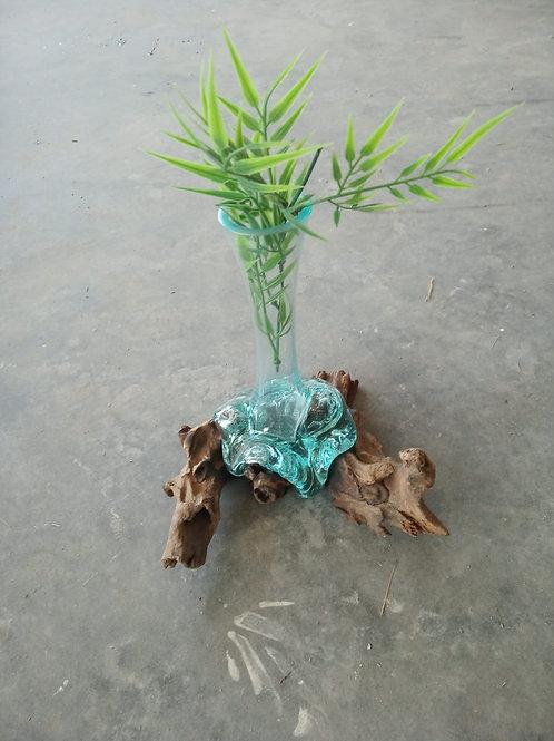 ואזה זכוכית על עץ