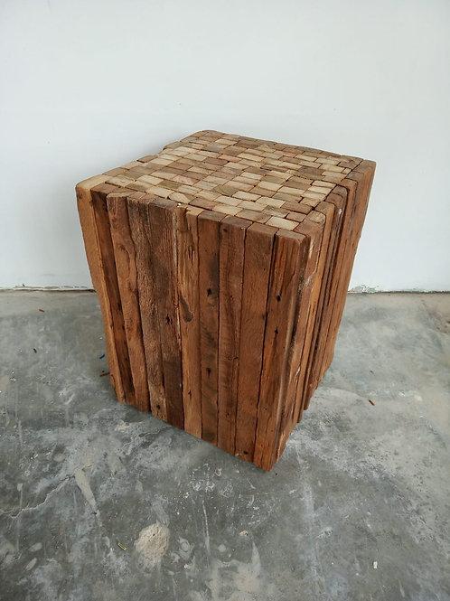 שרפרף עץ ממוחזר